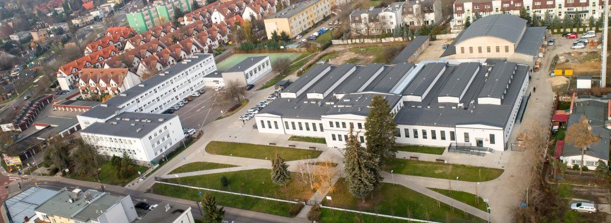 Zdjęcie szkoły z lotu plata
